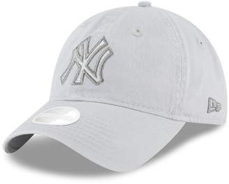 New Era Women's New York Yankees 9TWENTY Glisten Adjustable Cap