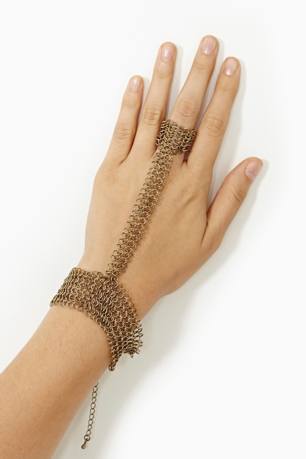 Nasty Gal Chainmail Handpiece