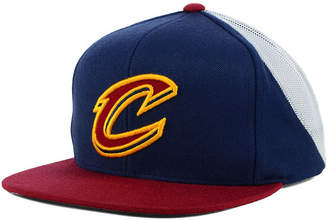 Mitchell & Ness Cleveland Cavaliers Curved Mesh Snapback