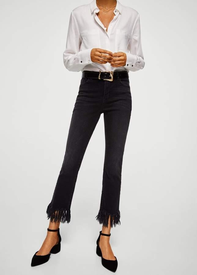 Jeans mit ausgefransten Abschlüssen