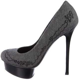 Le Silla Embroidered Round-Toe Pumps