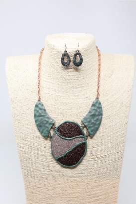Nadya's Closet Chunky Pendant Necklace