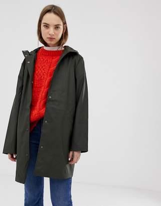 Minimum rubber raincoat