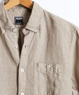 Todd Snyder Slim Fit Linen Button Down Shirt in Sand Dune