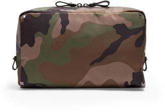 Camouflage-print washbag