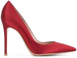 105 pointed pumps