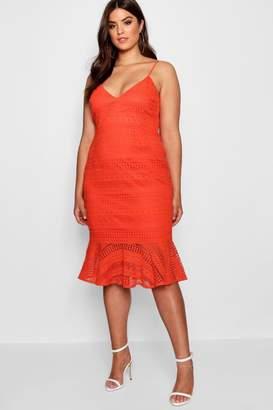 boohoo Plus Lace Flared Hem Midi Dress