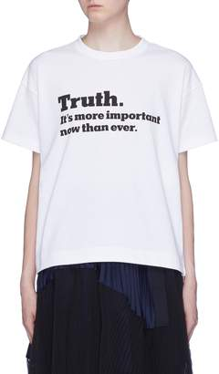 Sacai x The New York Times 'Truth' slogan print zip outseam T-shirt