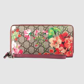 Gucci GG Blooms wrist wallet