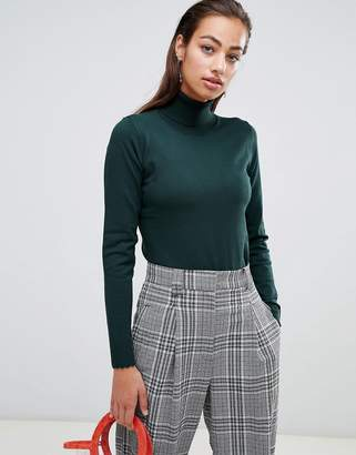 Sisley knitted turtleneck top with scallop hem