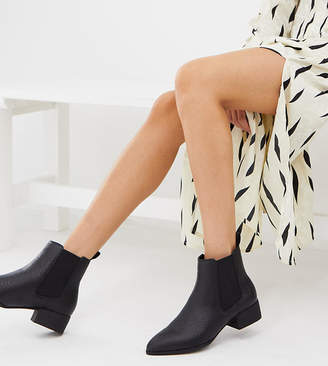 Monki snake print pointed toe Chelsea boots in black