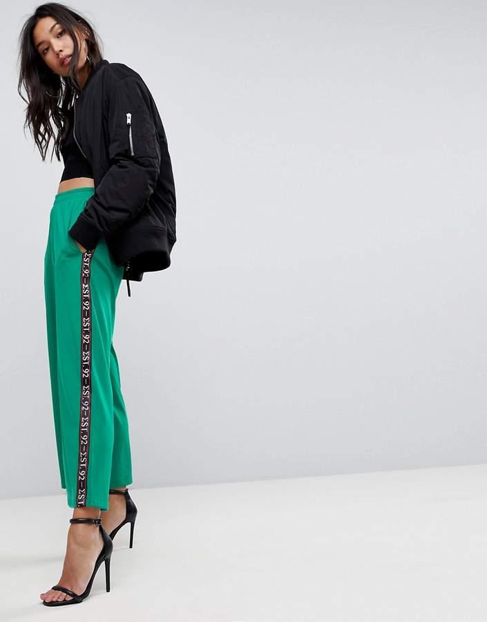 Premium – Jogginghose aus Neopren mit weitem Beinschnitt und seitlichem Print