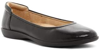 Naturalizer Flexy Leather Flat - Wide Width Available