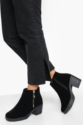 boohoo Wide Fit Suedette Zip Side Chunky Heel Chelsea Boots