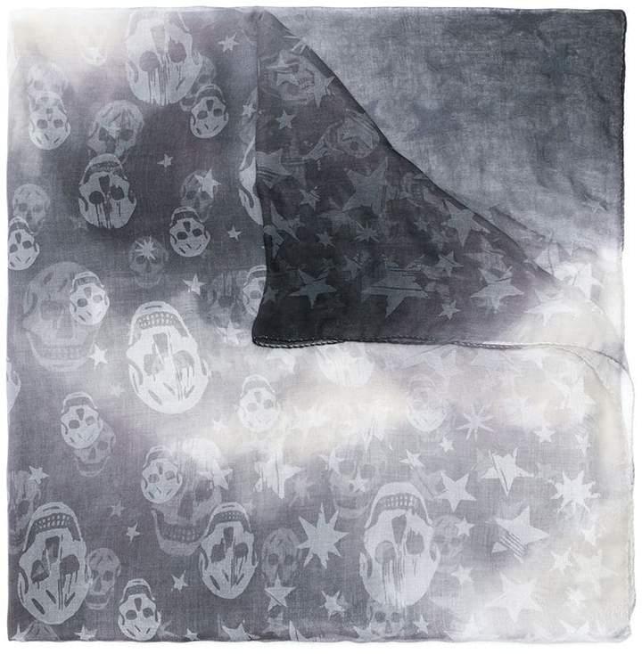 alexander mcqueen schal mit totenkopf und stern motiv damen. Black Bedroom Furniture Sets. Home Design Ideas