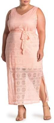 Sharagano Lace V-Neck Sleeveless Maxi Dress (Plus Size)