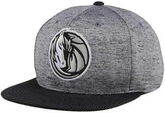Mitchell & Ness Dallas Mavericks Space Knit Snapback Cap