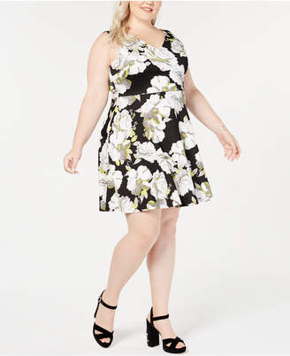 Soprano Trendy Plus Size Printed V-Neck Dress