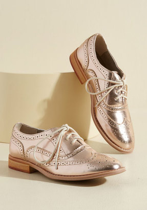 Talking Picture Oxford Flat in Rose Gold in 5.5 $49.99 thestylecure.com