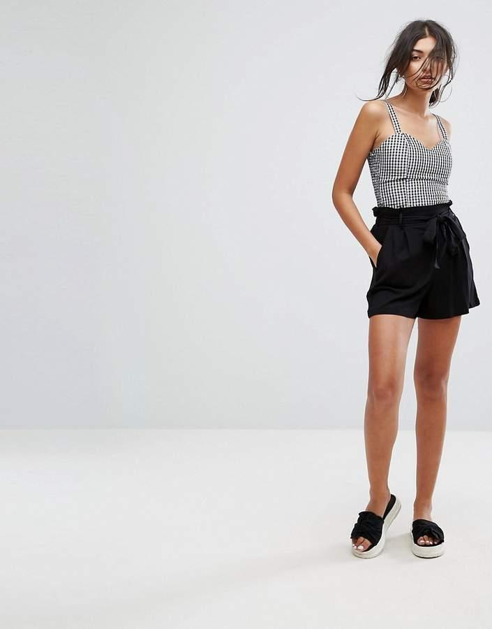 – Zugeschnittene Shorts