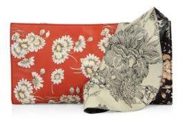 Alexander McQueenAlexander McQueen Floral-Print Leather Ruffle Clutch