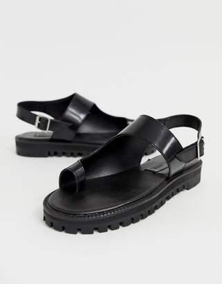 f13fd736a357 Asos Design DESIGN Freeze leather chunky toe loop flat sandals