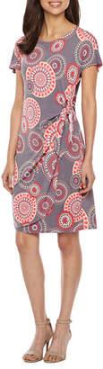 Robbie Bee Short Sleeve Circles Puff Print Shift Dress