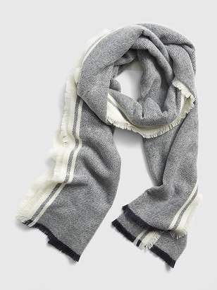 Gap Cozy Frayed Scarf