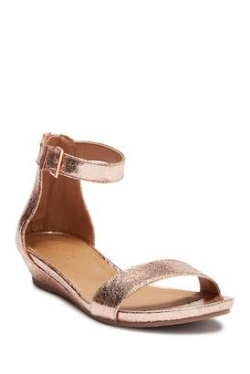 Kenneth Cole New York Great Start Wedge Sandal