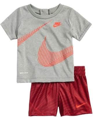 Nike Wrap Around Swoosh Dry Shirt & Shorts Set
