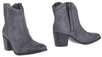 Nylo Ankle boots