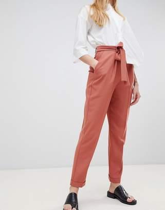 Asos (エイソス) - ASOS DESIGN woven peg pants with obi tie