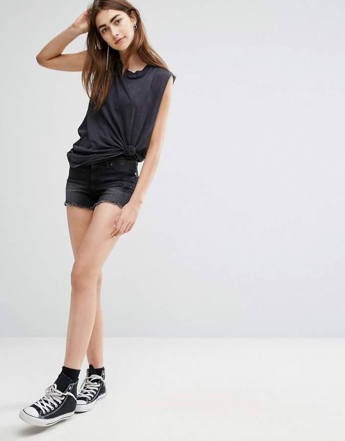 – Abgeschnittene Shorts in Distressed-Optik