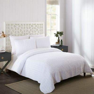 Bed Bath & Beyond Fabulash Twin Quilt in White