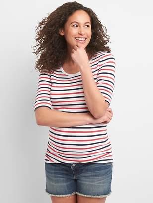 Gap Maternity Modern Short Sleeve Scoopneck T-Shirt