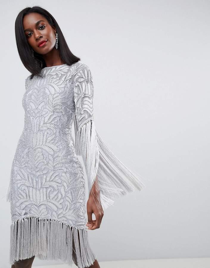 ASOS Edition ASOS EDITION – Verziertes Kleid mit Fransen und Rückenausschnitt