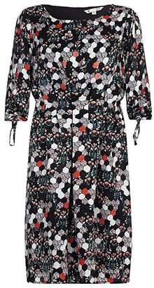 Yumi Curves Hexagonal Floral Dress