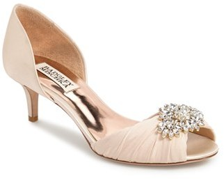 Women's Badgley Mischka 'Caitlin' Pump $215 thestylecure.com