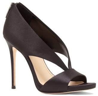 Vince Camuto Imagine Dailey – Tapered V-strap Sandal