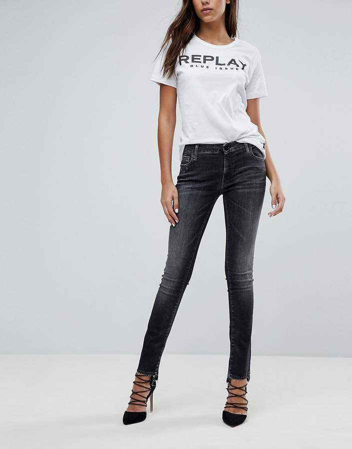 – Kurze Jeans mit Stufensaum