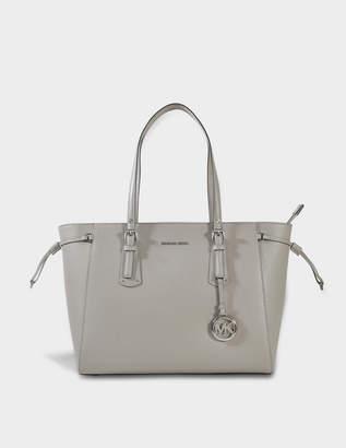 MICHAEL Michael Kors Voyager Medium Multifonction Top Zipped Tote Bag in Pearl Grey Crossgrain Leather