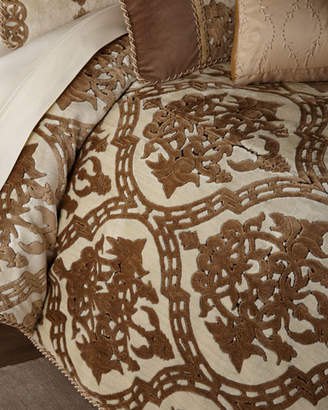 Austin Horn Collection Versailles King Comforter