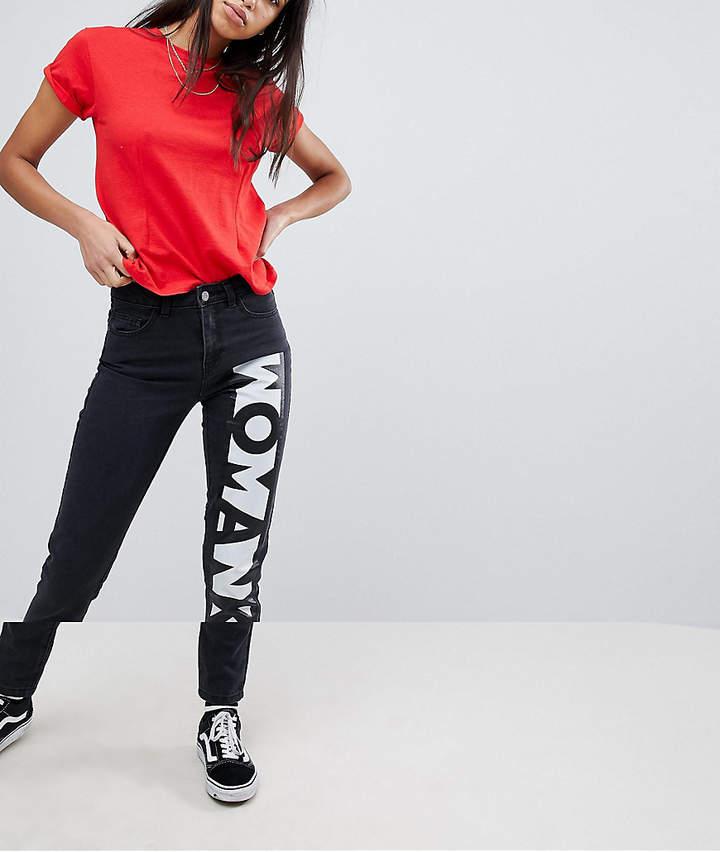 """– Mom-Jeans mit """"Woman""""-Aufschrift"""