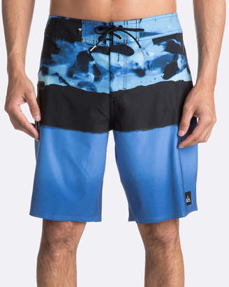 "Quiksilver Mens Blocked Resin Camo 20"" Boardshort"