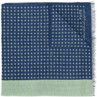 fe-fe patterned knitted scarf