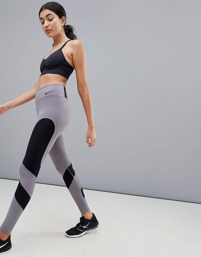 Nike Training – Graue Leggings mit Kachelmuster