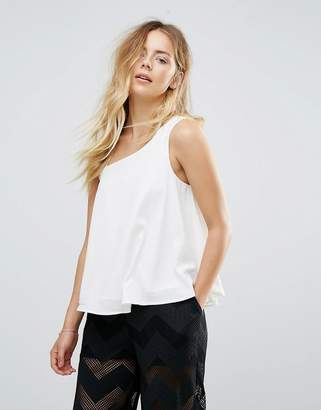 Lavand Top With Shoulder Detail