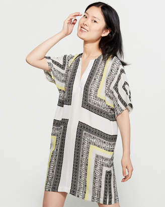 BCBGMAXAZRIA Geometric Print Dolman Shift Dress