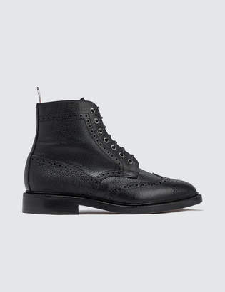 Thom Browne Classic Wingtip Boot W/ Leather Sole In Pebble Grain
