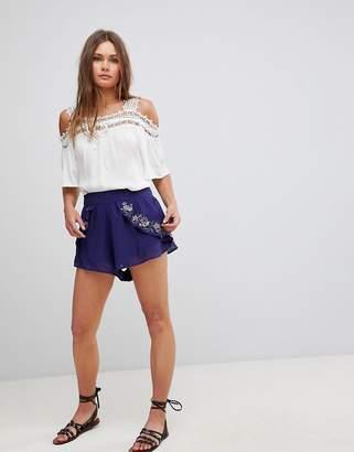 En Creme En Crme Side Floral Embriodery Shorts
